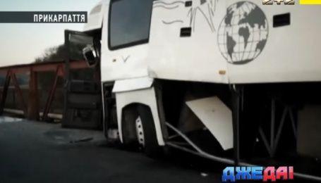 Роковой рейс: на Прикарпатье в ДТП попали почти полсотни туристов
