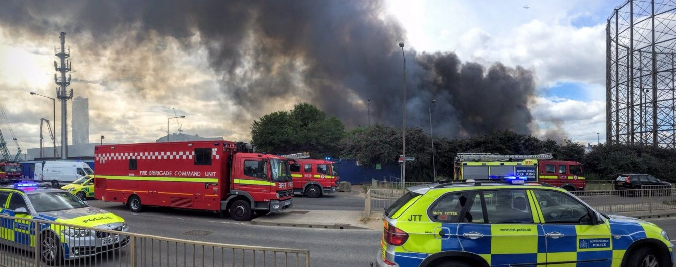 У Лондоні спалахнула потужна пожежа у нічному клубі: стовп диму видно за десятки кілометрів