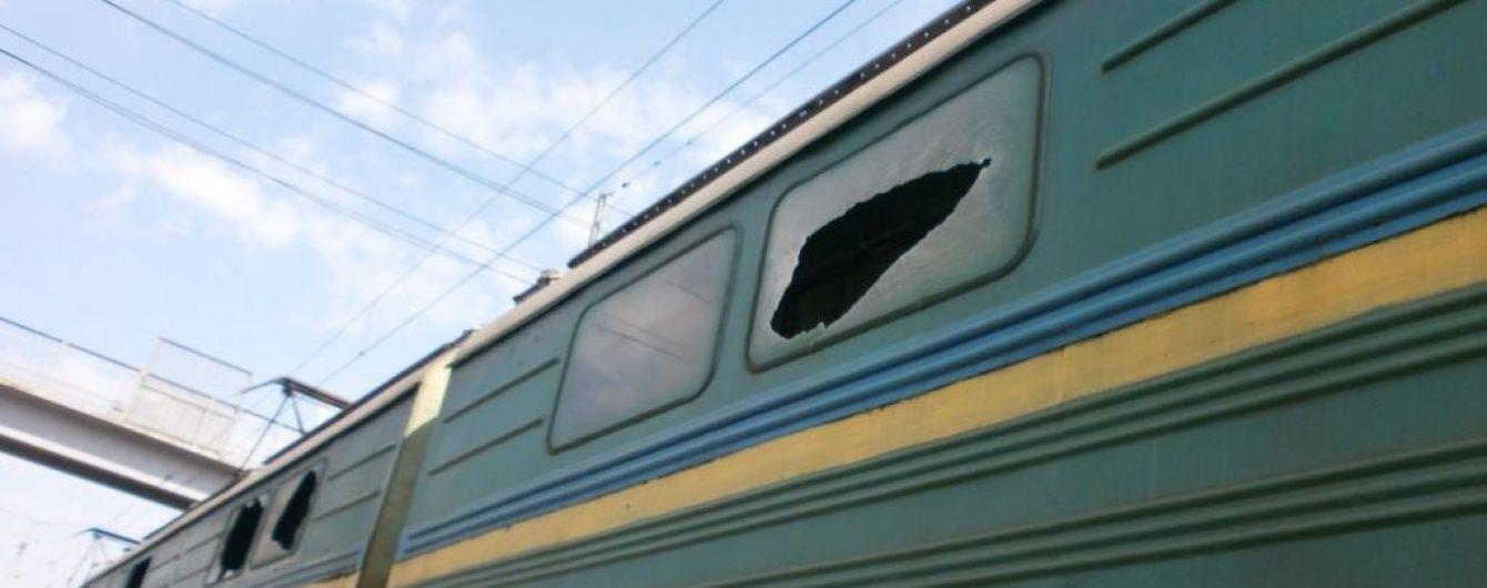 Бойовики в зоні АТО обстріляли локомотиви вантажного потяга