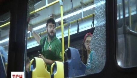 В Рио обстреляли автобус с журналистами