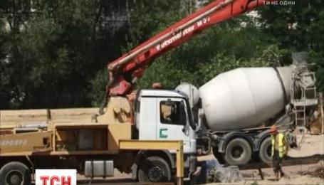 У Житомирі спалахнув будівельний конфлікт довкола зеленої зони біля річки