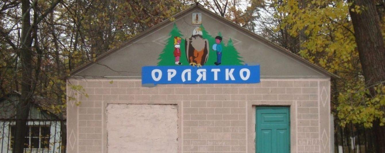 В санатории под Киевом ребенка привязали к стулу, облили водой и накололи успокаивающими