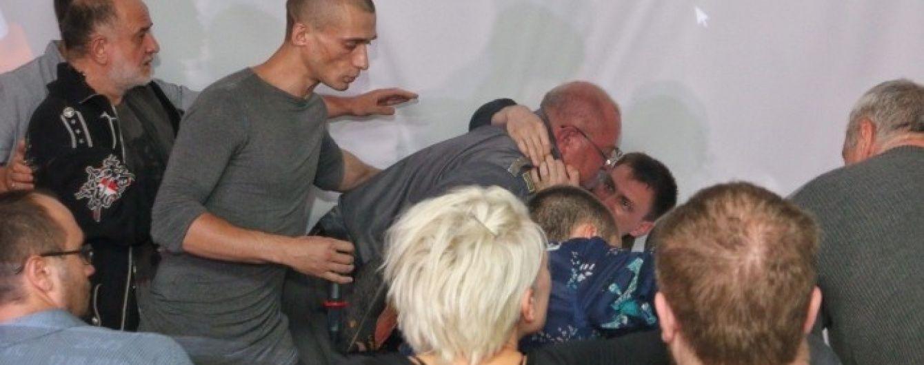 Поліція взялася за дебошира, який влаштував різанину на лекції художника Павленського в Одесі