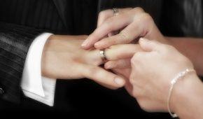 """Охотно пользуются иностранцы: стало известно, сколько пар заключили """"брак за сутки"""" в Украине"""