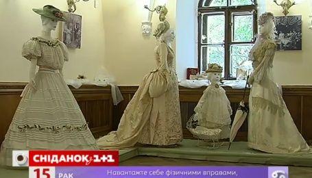 У Києві відкрилася виставка ексклюзивних суконь 19 століття