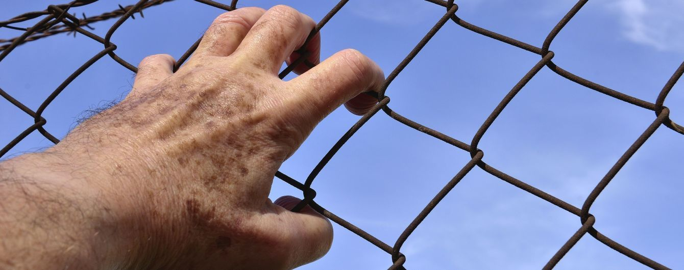 Мін'юст хоче роздати наглядачам у в'язницях електрошокери
