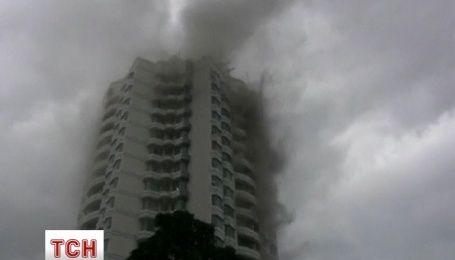 В Індонезії палає багатоповерхівка: понад 70 осіб евакуйовані