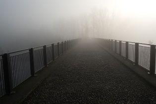 Во Львове 21-летний мужчина прыгнул с моста после ссоры с любимой