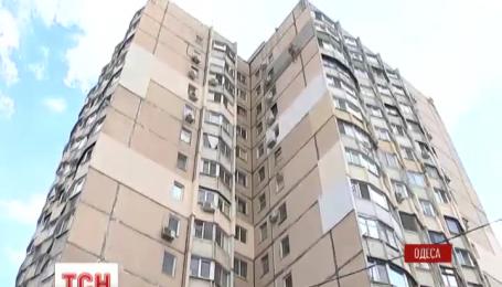 В Одессе госпитализировали пенсионера, который упал в шахту лифта