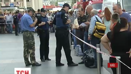 На столичних залізничних вокзалах шукають вибухівку
