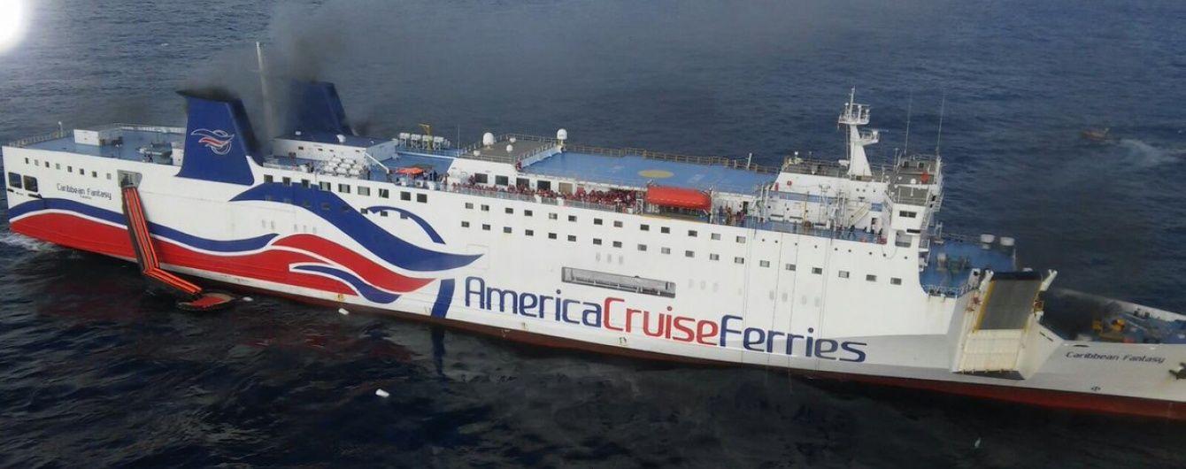 На борту круїзного лайнера біля Пуерто-Рико сталася пожежа, понад 500 осіб евакуювали