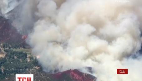 В Калифорнии более тысячи спасателей пытаются укротить пламя лесных пожаров