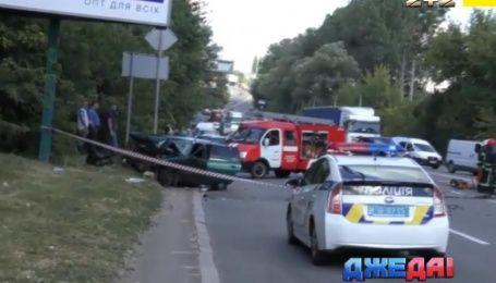Смертельное ДТП в Киеве и бусик против стелы АЗС - подборка аварий с Украины