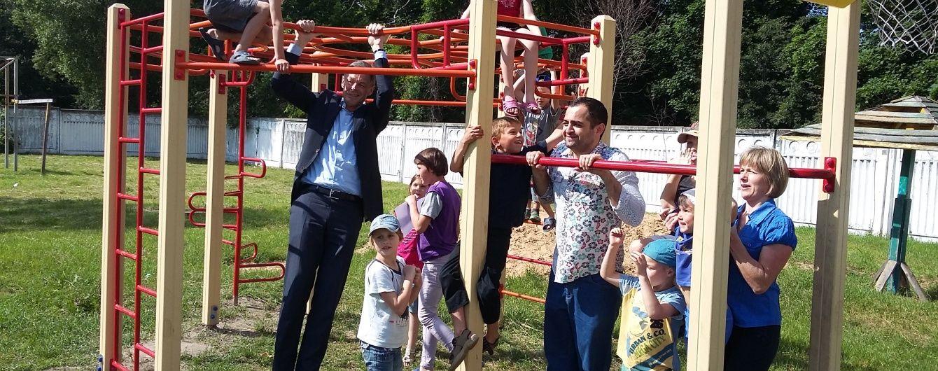 Представництво авіакомпанії KLM в Україні подарувало часточку тепла дітям, які опинилися без батьківського піклування