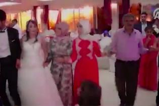 Гості весілля в Туреччині зняли момент вибуху і паніку після потужного теракту
