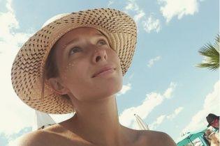 Дівчина з персиком: ненафарбована Катя Осадча поділилася кумедною світлиною