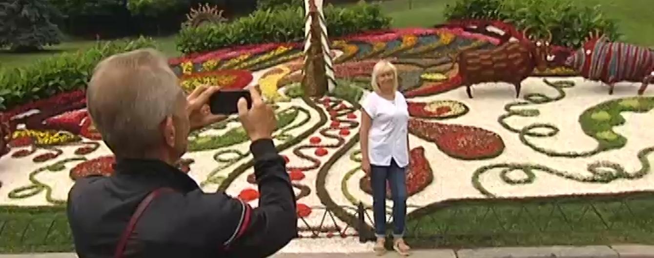 На Співочому полі презентували приголомшливі 3D-панорами з квітів