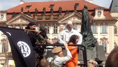 """В Праге инсценировка вторжения боевиков """"ИГ"""" вызвала панику среди местных жителей"""