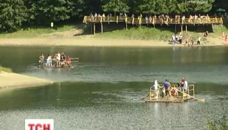 На Закарпатье начался фольклорно-туристический фестиваль в Синевире