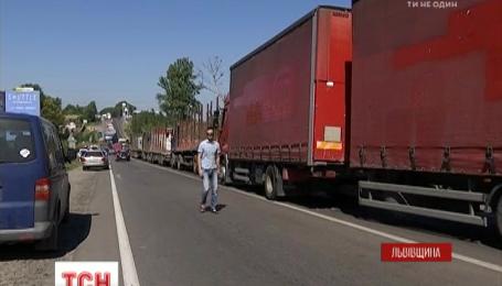 Протест против использования Грибовицкой свалки парализовал трассу международного значения