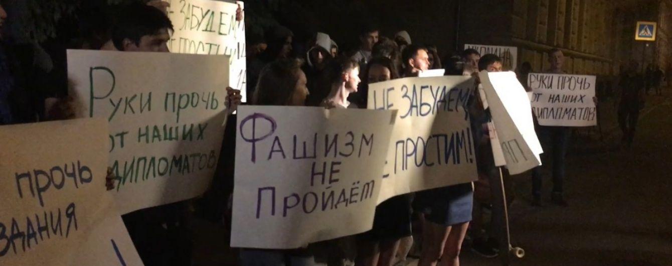 МЗС України відреагувало на напад на посольство в Москві