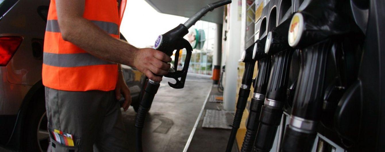 Сколько стоит заправить авто на АЗС утром 13 сентября