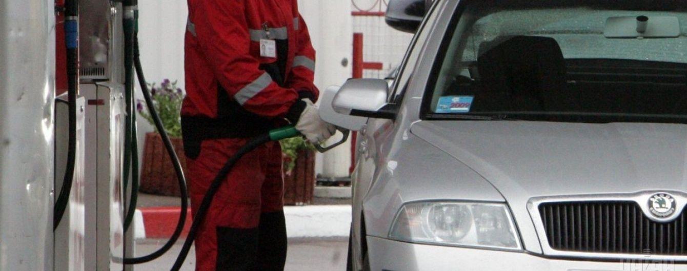 Скільки коштує заправити авто на АЗС уранці 30 жовтня