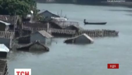 В Индии большая вода заставила миллионы людей оставить свои разрушенные дома