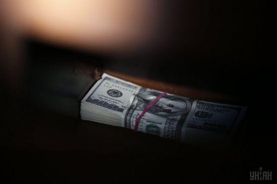 Гривня подешевшала щодо долара у курсах НБУ на 16 серпня. Євро трохи втратив позиції