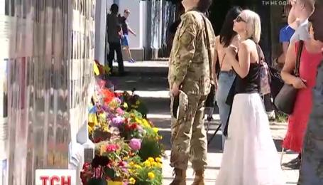 На Михайловской площади столицы почтили память погибших под Иловайском