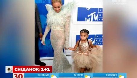 Бейонсе пришла на церемонию премии MTV с 4-летней дочерью