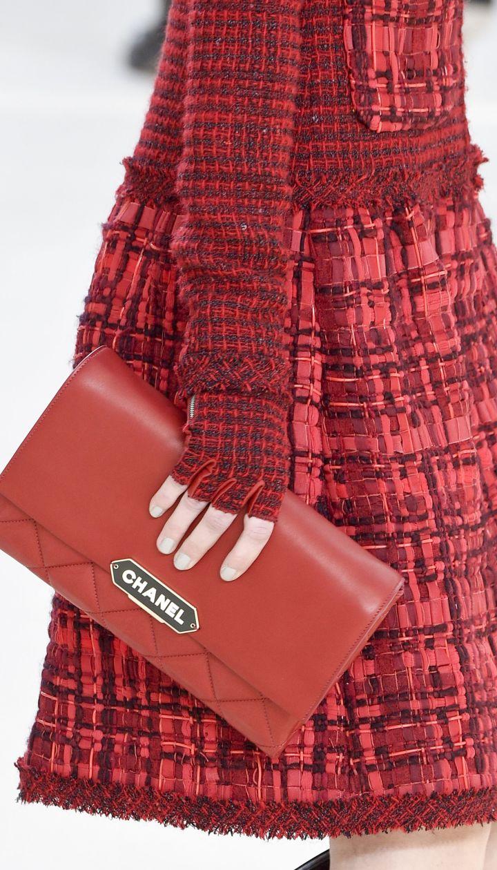 Коллекция Chanelпрет-а-порте сезона осень-зима 2016-2017 @ Getty Images