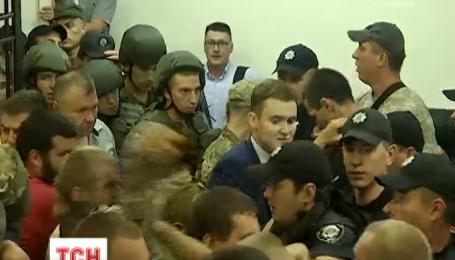 Засідання в справі вибуху гранати під парламентом перенесли в закритий режим через сутички в суді