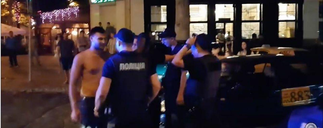 """""""Україна проти биків"""". У Миколаєві провели акцію проти мажорів, що влаштували п'яний дебош"""