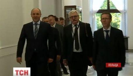 Парубий поехал в Польшу уладить исторические недоразумения между поляками и украинцами