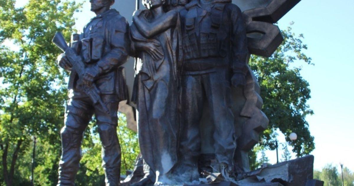 Пам'ятник бойовикам пошкодило вибухом @ ЛуганскИнформЦентр