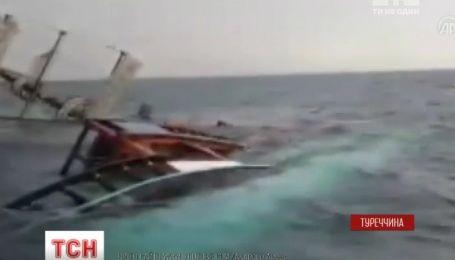 У берегов Анталии перекинулось туристическое судно