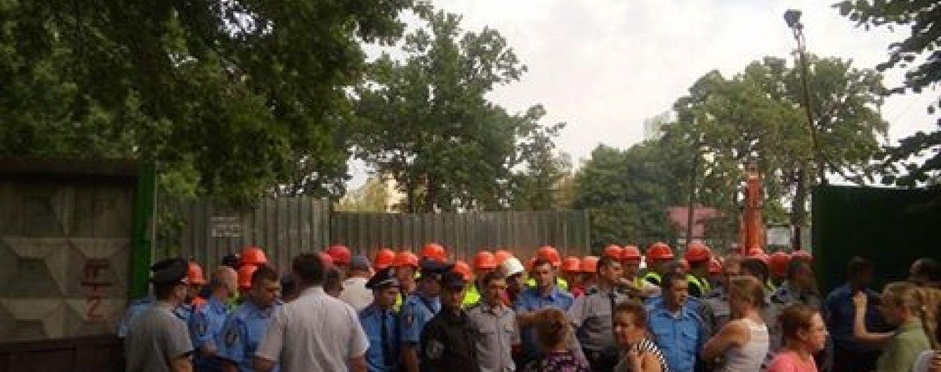 У спальному районі Києва між мешканцями та представниками забудовника спалахнула запекла бійка