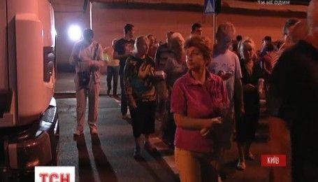 В Киеве конфликт местных жителей с застройщиком перерос в массовую драку