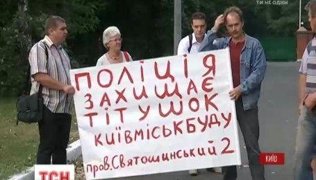 В Киеве неизвестные захватили территорию Святошинского коммунального предприятия