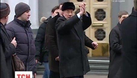 Подольский районный суд Киева обязал возобновить выплату пенсии Николаю Азарову