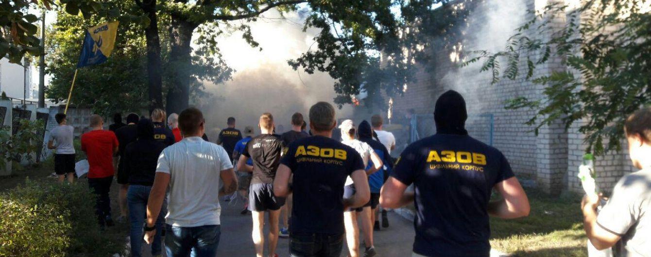 У Києві на Святошино мешканці демонтували частину огорожі на місці скандальної забудови