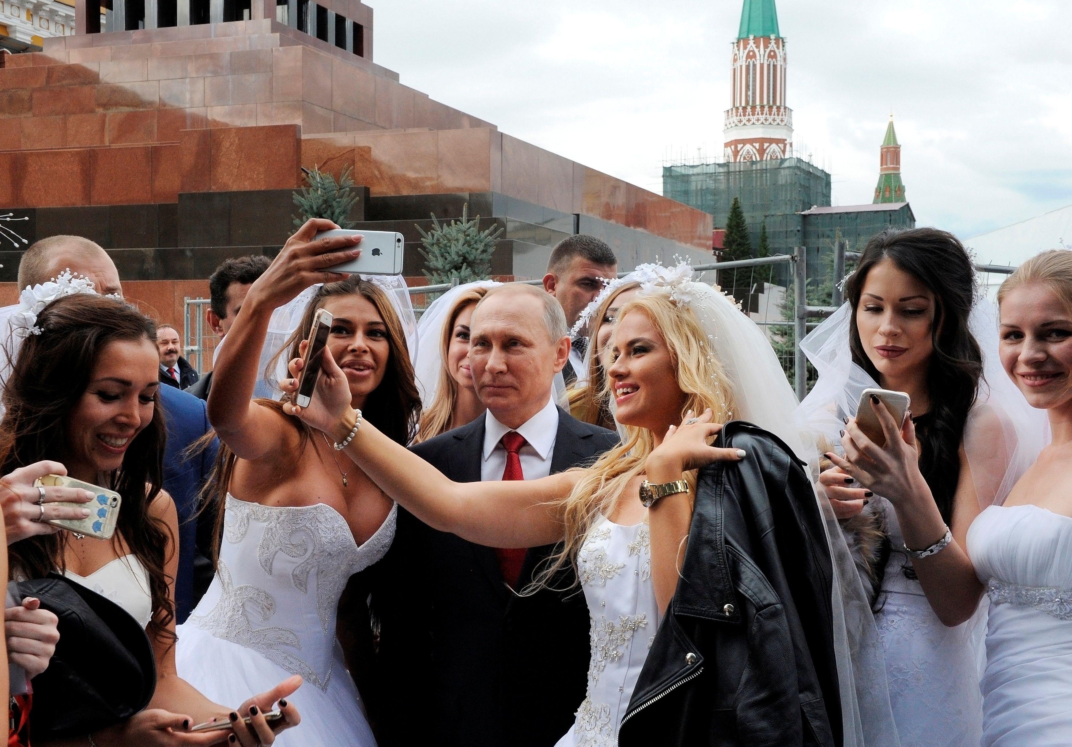 На Красной площади бегают 10 сталиных и 15 лениных, и все похожи на оригинал, - в Кремле не доверяют расследованиям о схожести Боширова и Чепиги - Цензор.НЕТ 8883
