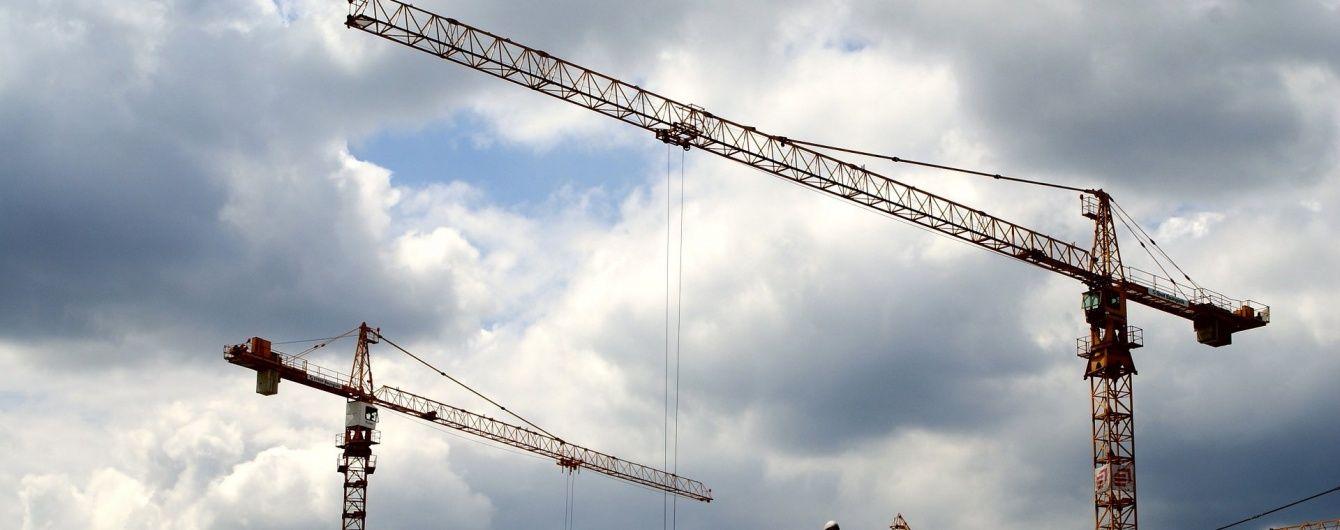 В Индонезии упал строительный кран, есть погибшие