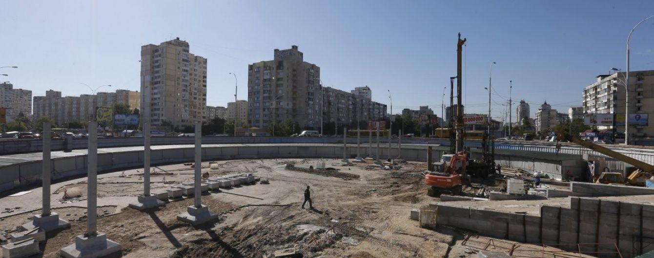 """Скандальне будівництво ТРЦ на """"Героїв Дніпра"""" зупинять"""