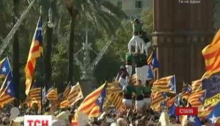 Сотні тисяч каталонців вимагали відокремлення від Іспанії на вулицях Барселони