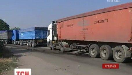 Мусор путешествует по Украине: львовские фуры, которые везли мусор в Николаев, возвращаются назад