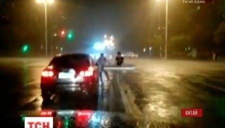 Руйнівний тайфун Меранті завдав збитків мешканцям східних провінцій Китаю
