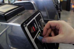 Не більше двох: у київському метро встановили обмеження продажу жетонів