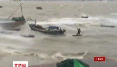 Провинциями Китая и островом Тайвань пронесся тайфун скоростью 48 метров в секунду
